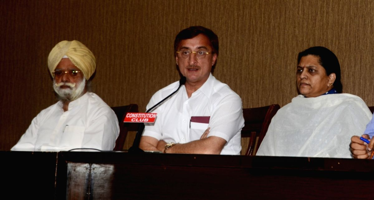 Congress leader Vivek Tankha (C).