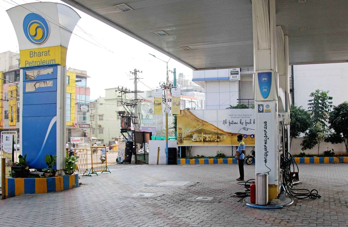 Consumers spared of hike; petrol, diesel prices unchanged on Thursday
