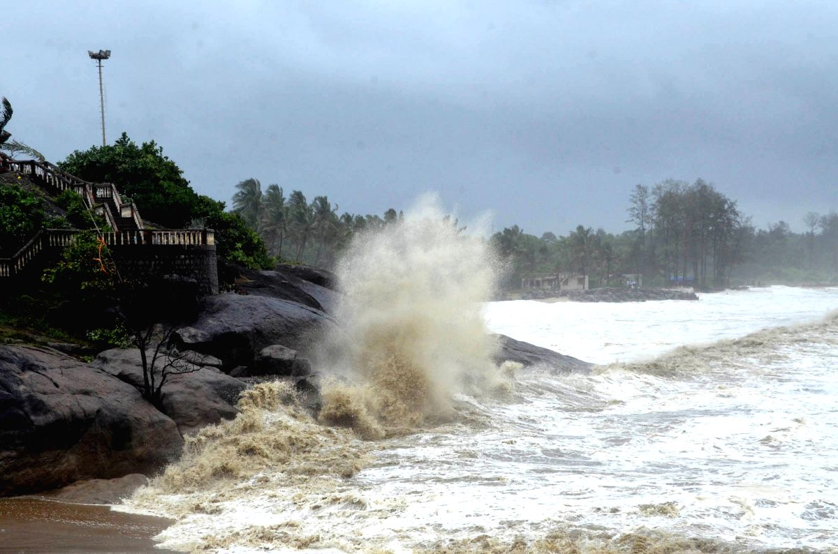 Extremely Severe Cyclone Tauktae with 210 kmph windspeed to touch Guj by evening