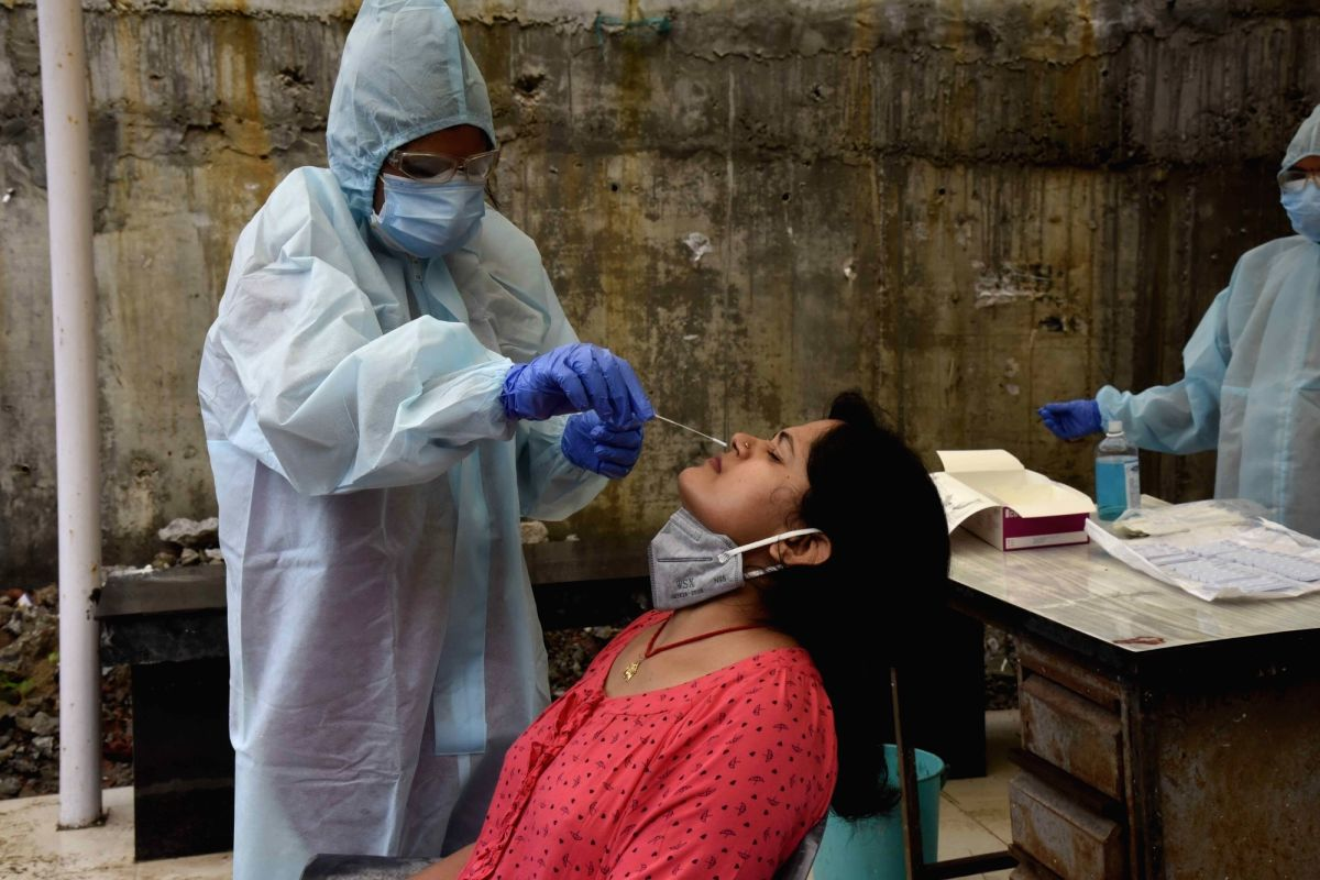 With 2,59,170, India reports slight decline in daily Covid cases