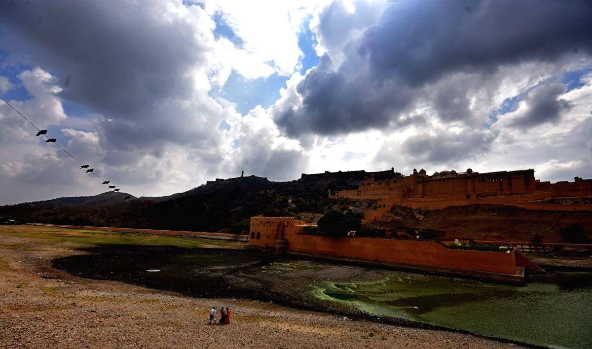 Wide view of the Amber Fort