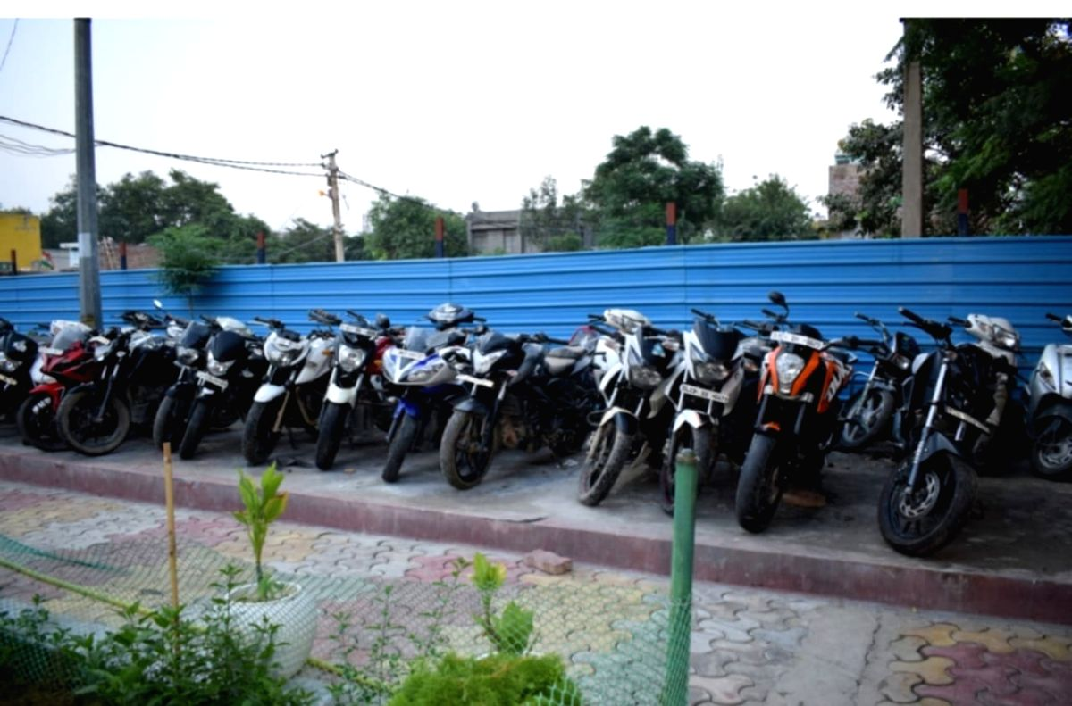 Delhi Police bust racket supplying stolen bikes to snatchers.