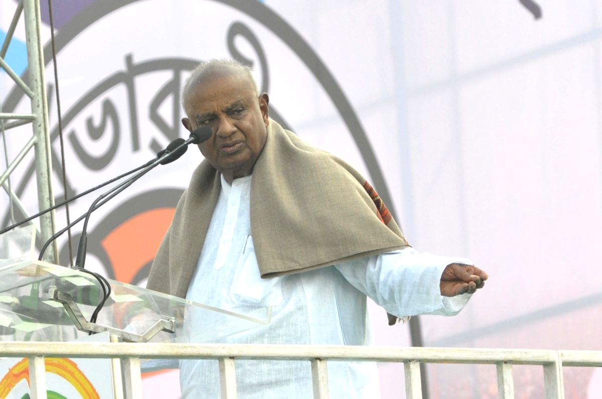 Deve Gowda bats for free Covid vaccine to the poor
