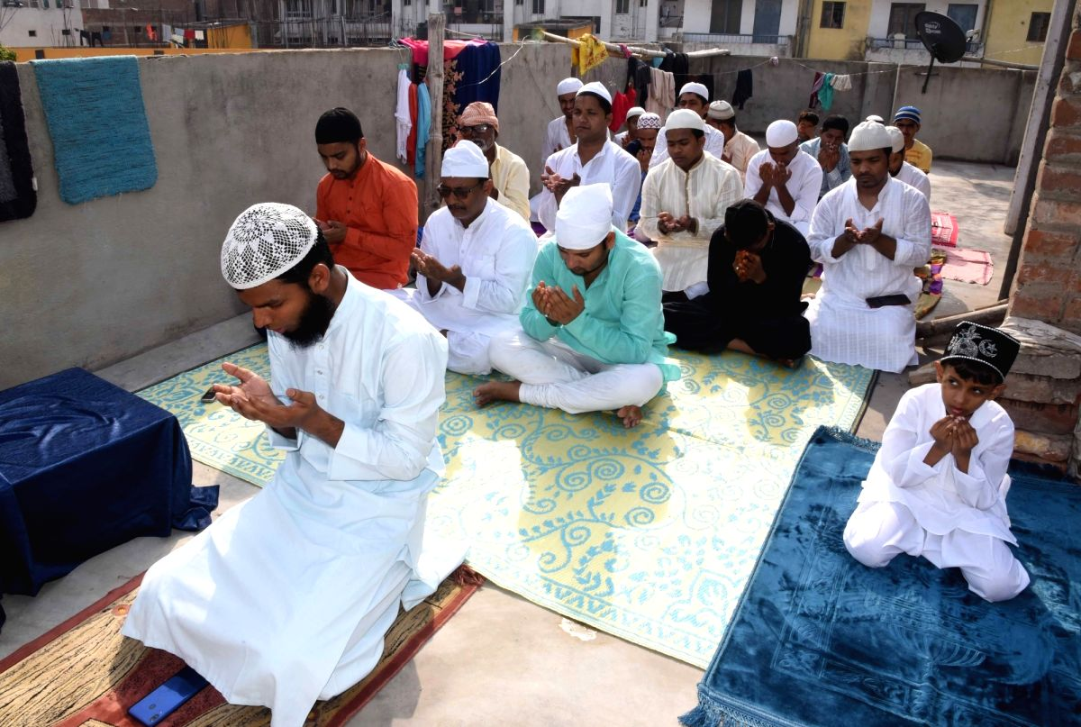 Dhaka, May 25 (IANS) Braving the COVID-19 pandemic and abiding by the recommended health advices, a large number of Muslims in Bangladesh on Monday offered special Eid-ul-Fitr prayers at mosques.