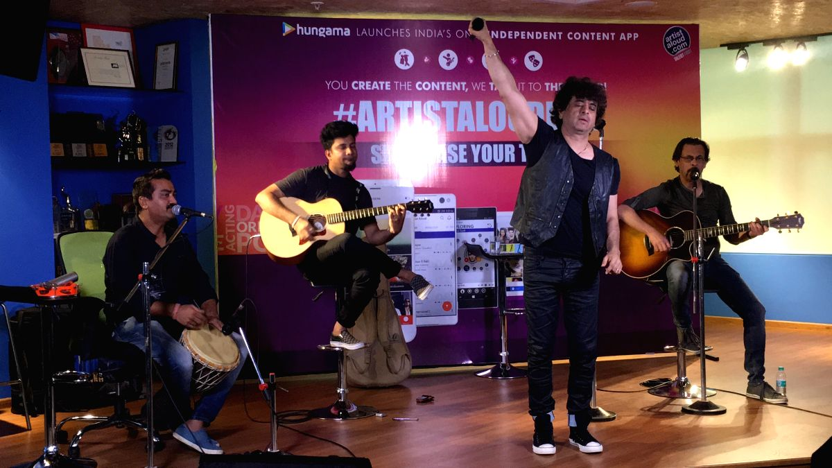 Dr. Palash Sen performs Kabootar along with a few members of his band, Euphoria celebrating the release of the video of their single Kabootar with the Artist Aloud team.