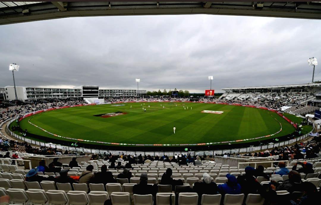 Fans resort to boos, Kohli annoyed as bad light plays spoilsport