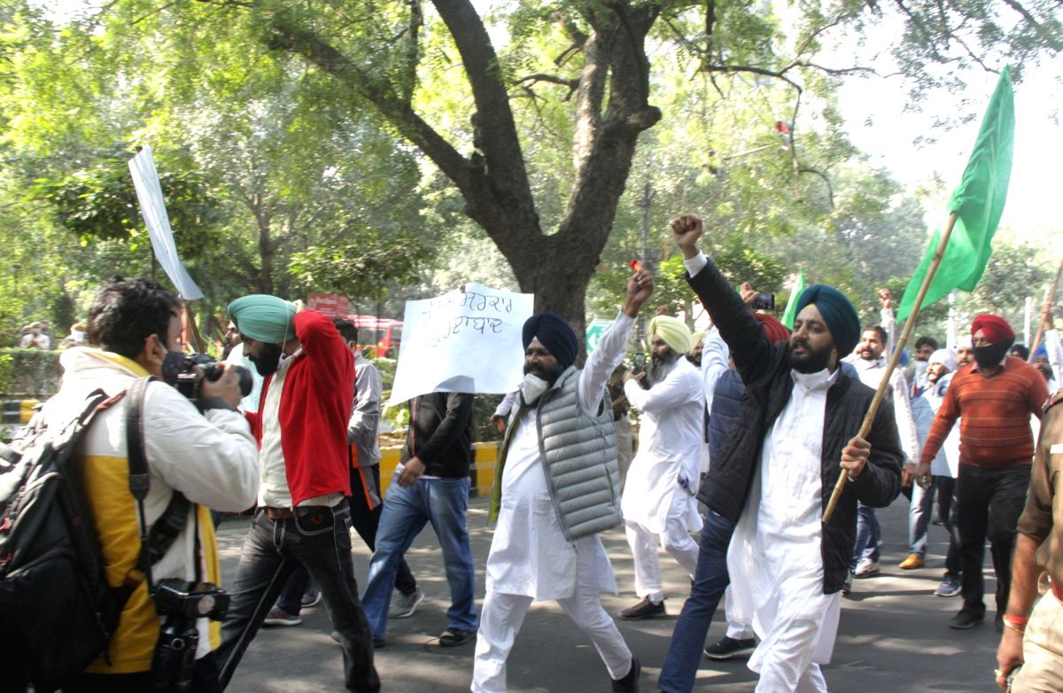 Farmers disrupt traffic in western UP