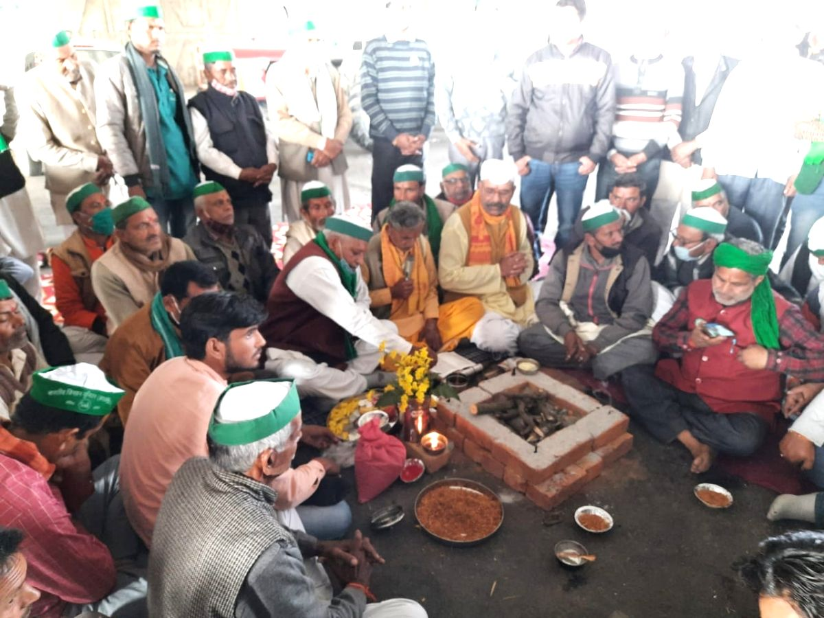 Farmers perform 'puja' at Ghazipur border, lash out at Modi govt