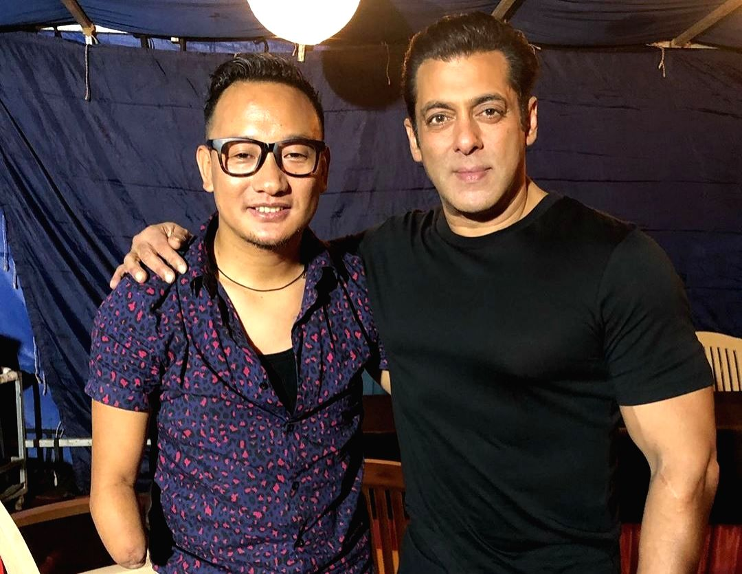 Few in Bollywood know how to entertain fans as Salman Khan does. Lately, the superstar has bene revealing his quirky side on social media. From sharing fitness anecdotes to giving a sneak peek into his family life, Salman has been actively providing