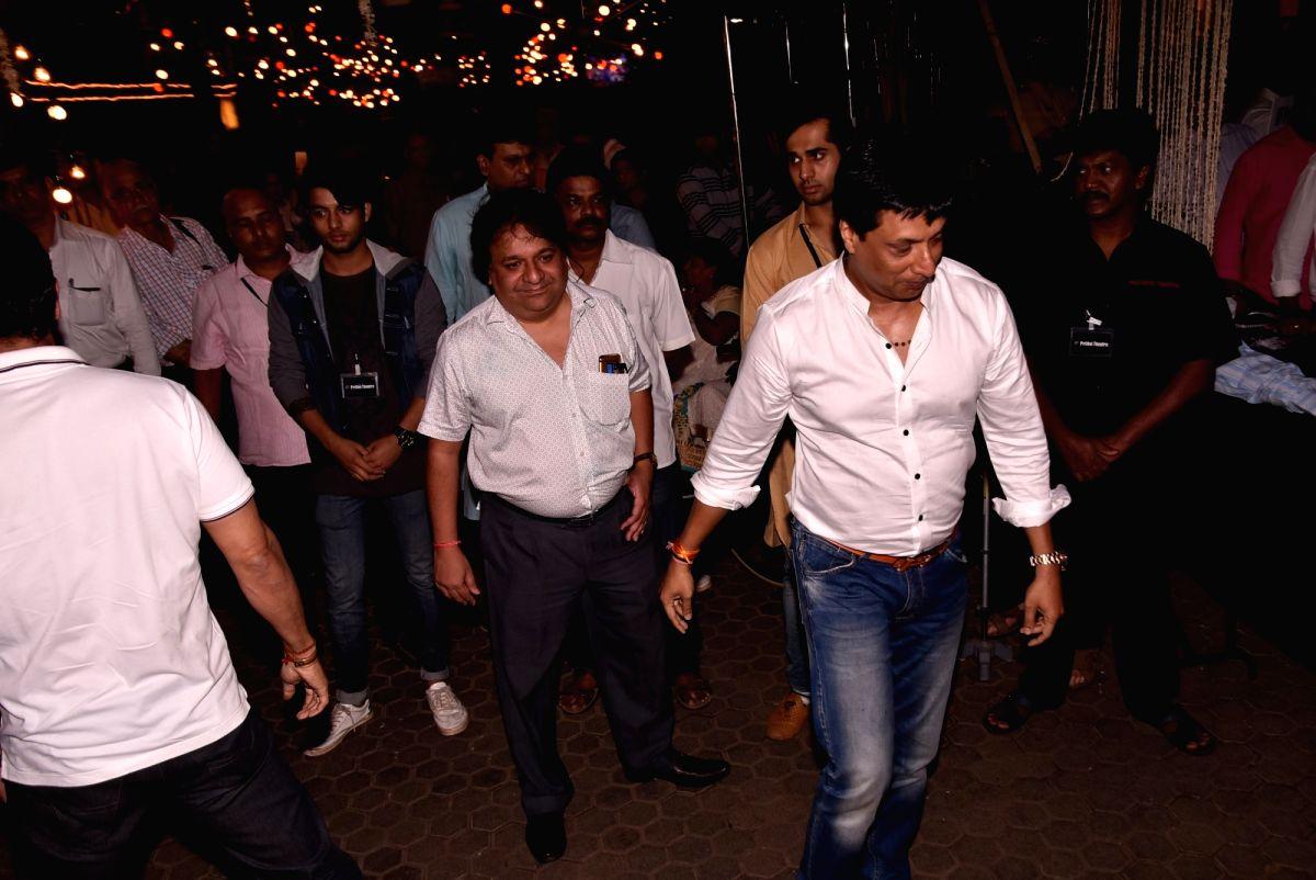 Shashi Kapoor's condolence meet - Madhur Bhandarkar and Shashi Kapoor
