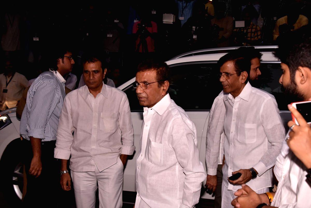 Shashi Kapoor's condolence meet - Shashi Kapoor and Abbas Mustan