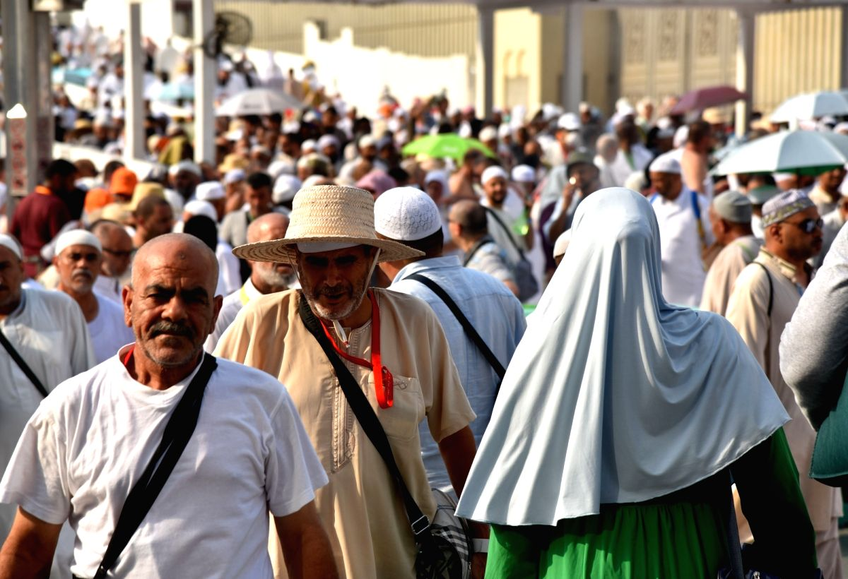 First pilgrims arrive at Mecca's Grand Mosque after 6 months