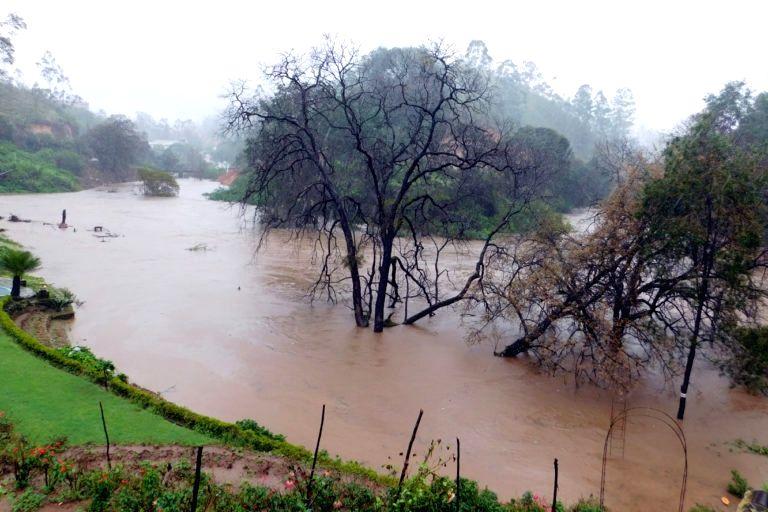 Flooding at the confluence of the Kanniyar, Nalla Thanniyar and Kuttiyar rivers in Munnar. (Photo: Prasad Ambatt)