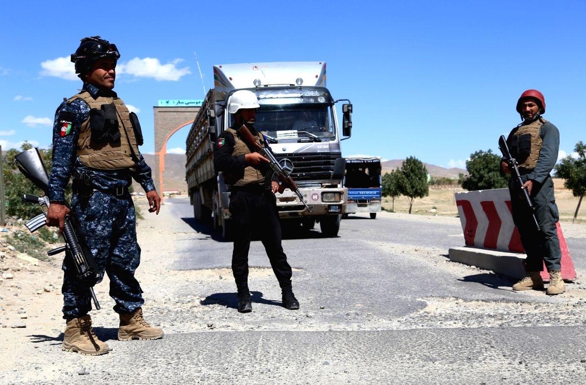 GHAZNI, May 23, 2018 (Xinhua) -- Afghan security members stand guard at a checkpoint after Taliban attacks on Dih Yak and Jaghato districts in Ghazni city, capital of Ghazni province, Afghanistan, May 22, 2018. At least 12 police personnel, including