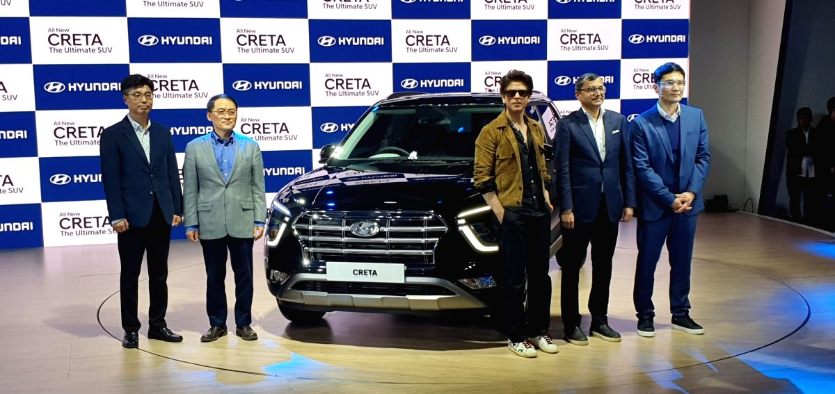 Greater Noida: Hyundai Motor India MD and CEO S S Kim and actor Shah Rukh Khan unveil the second-generation of Hyundai Creta on the second day of the Auto Expo 2020, in Greater Noida on Feb 6, 2020.