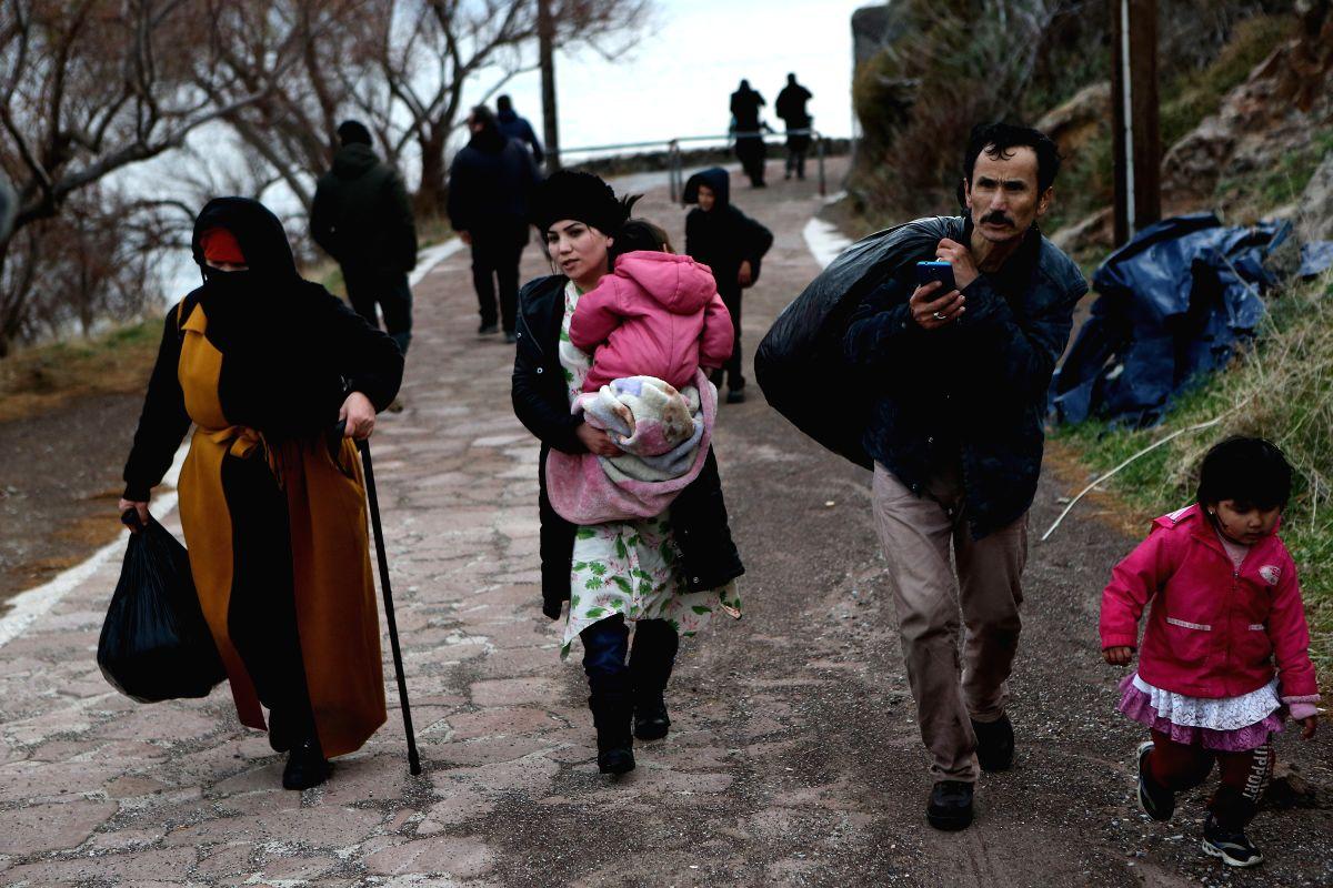 Greek refugee centre ablaze as tensions escalate