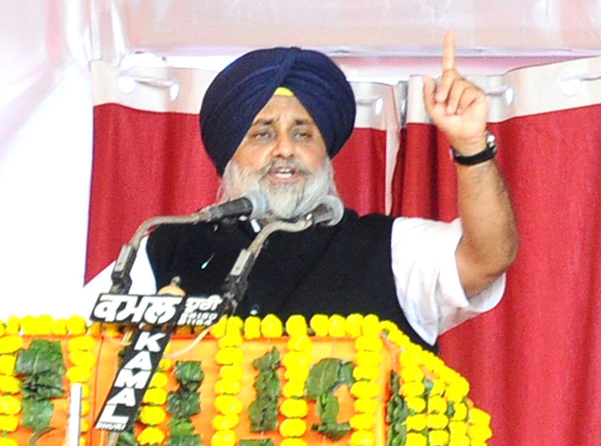 Gurdaspur: Shiromani Akali Dal (SAD) president Sukhbir Singh Badal addresses during a public rally of the BJP-Shiromani Akali Dal (SAD) alliance in Gurdaspur, Punjab on Jan 3, 2019.
