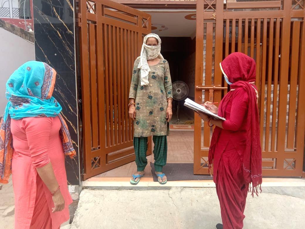 Gurugram deploys teams for door-to-door Covid screening in rural areas