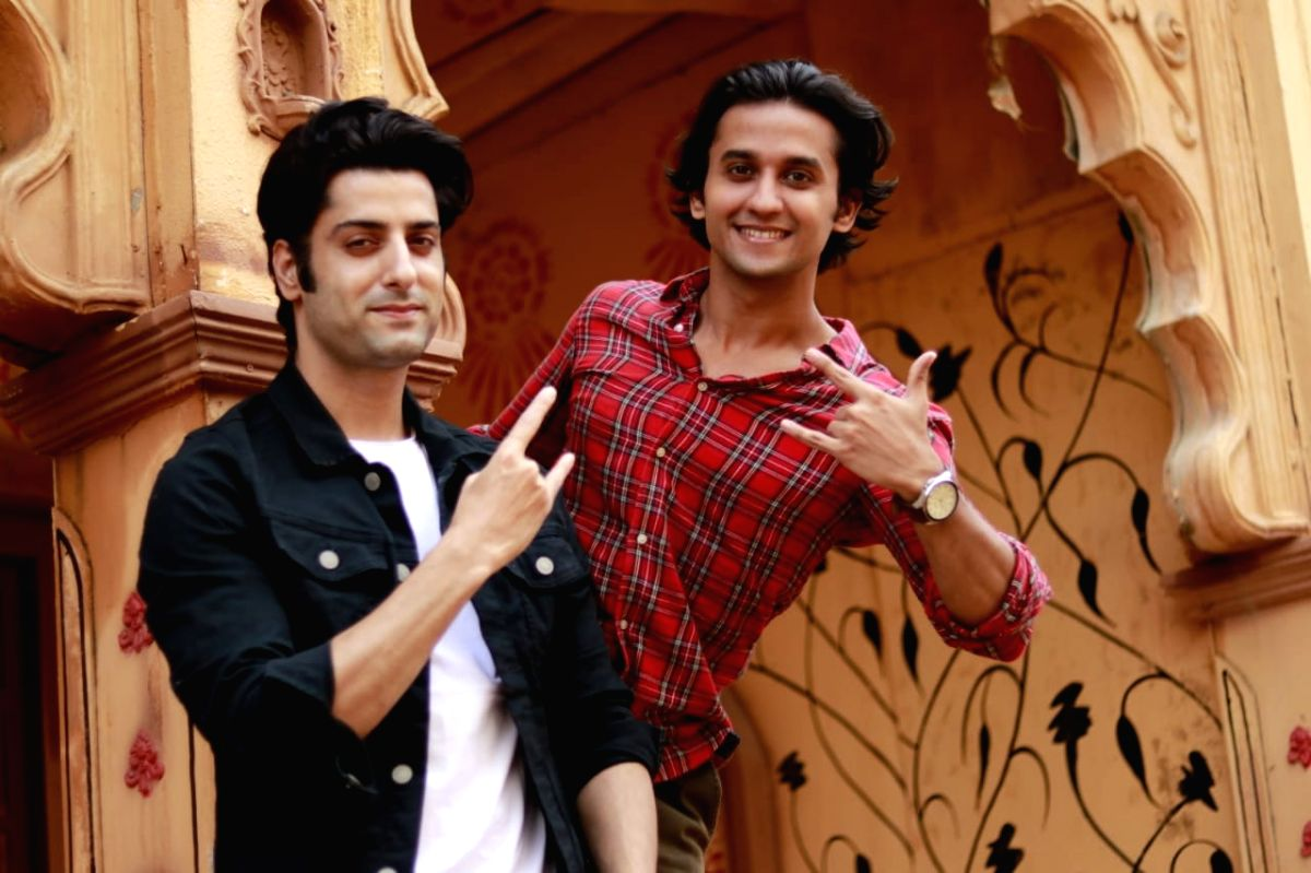 Hitanshu Jinsi, Meghan Jadav talk about their off-screen bond.