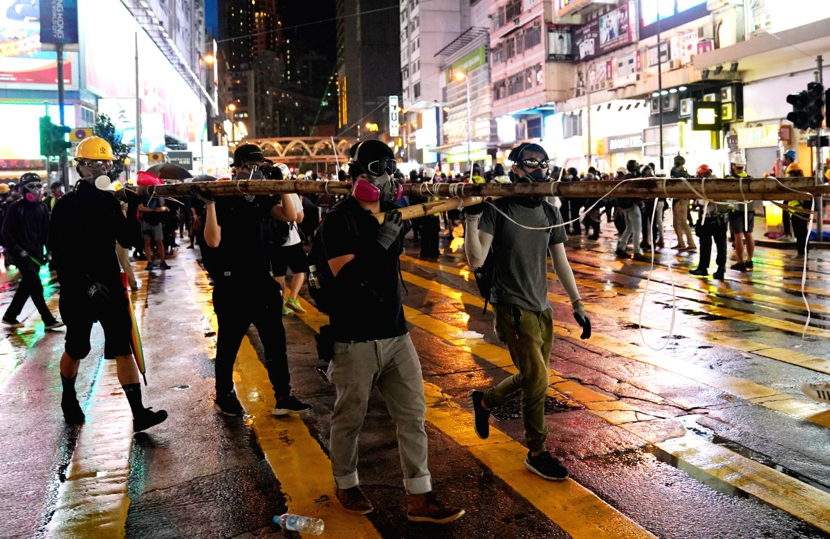 HONG KONG, Aug. 31, 2019 (Xinhua) -- Violent protesters prepare to set up barricades to face off the police in Causeway Bay area of south China's Hong Kong, Aug. 31, 2019. (Xinhua/IANS)