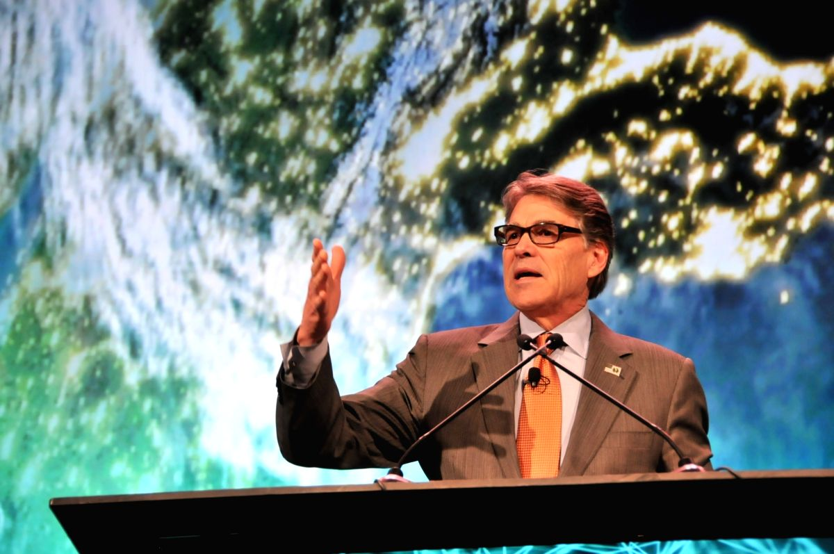 """HOUSTON, March 8, 2018 (Xinhua) -- U.S. Energy Secretary Rick Perry delivers a speech at the CERAWeek meeting in Houston, Texas, the United States, on March 7, 2018. The United States is embracing """"new energy realism"""" with the help of industrial inno"""