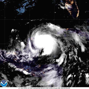 Hurricane Zeta makes landfall in Mexico's Yucatan Peninsula. (Credit: twitter.com/NHC_Atlantic)