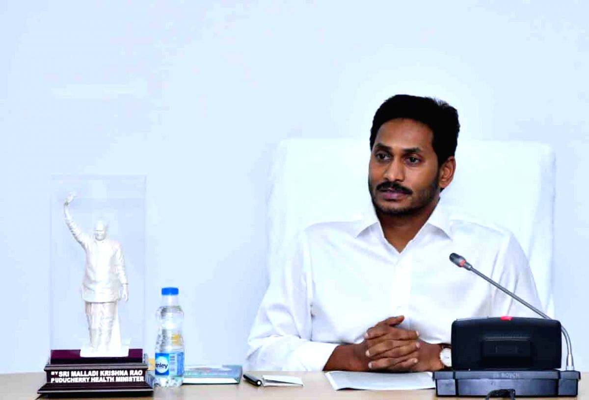 Andhra CM chips in for poor railway land encroachers with alternate plan