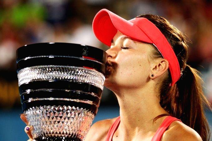 Iga demolishes Karolina to capture Rome Open title