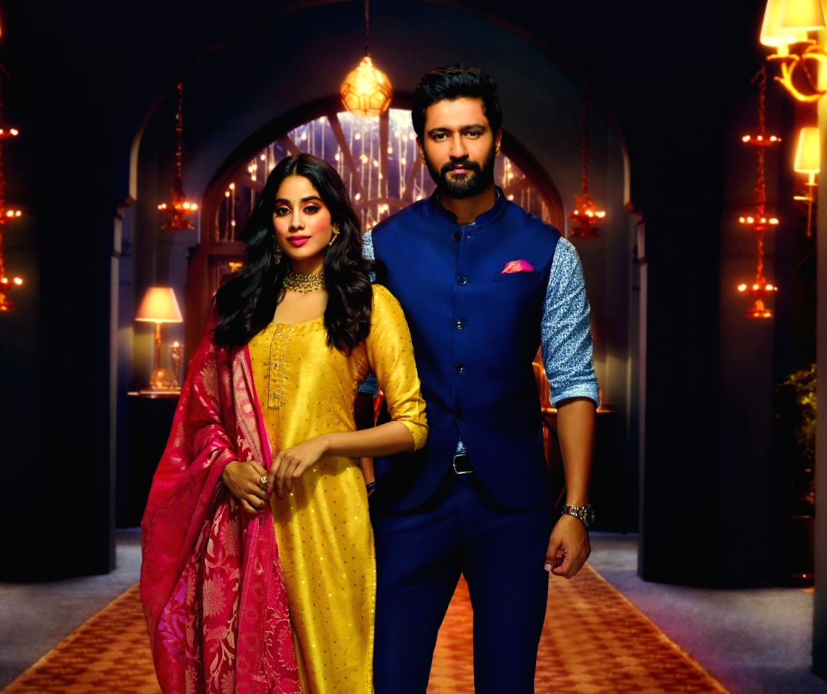 Vicky Kaushal And Janhvi Kapoor Walks The Ramp For Kunal Rawal