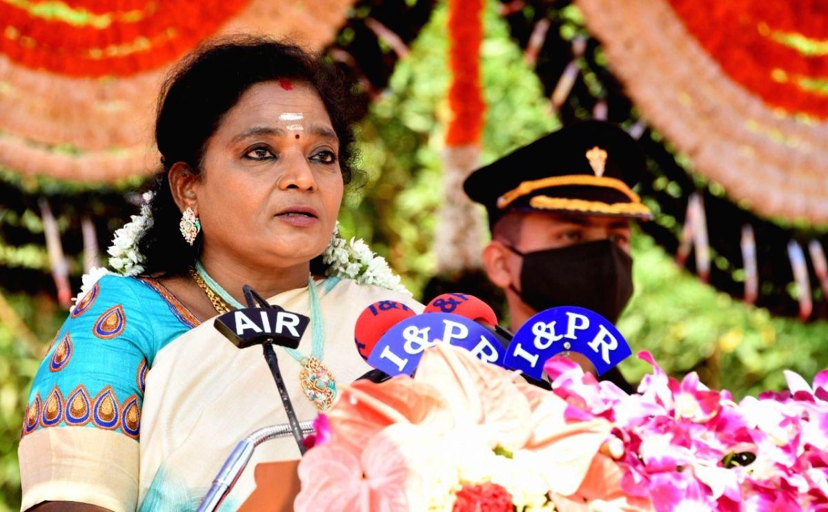 AP Guv congratulates Telangana counterpart for US award
