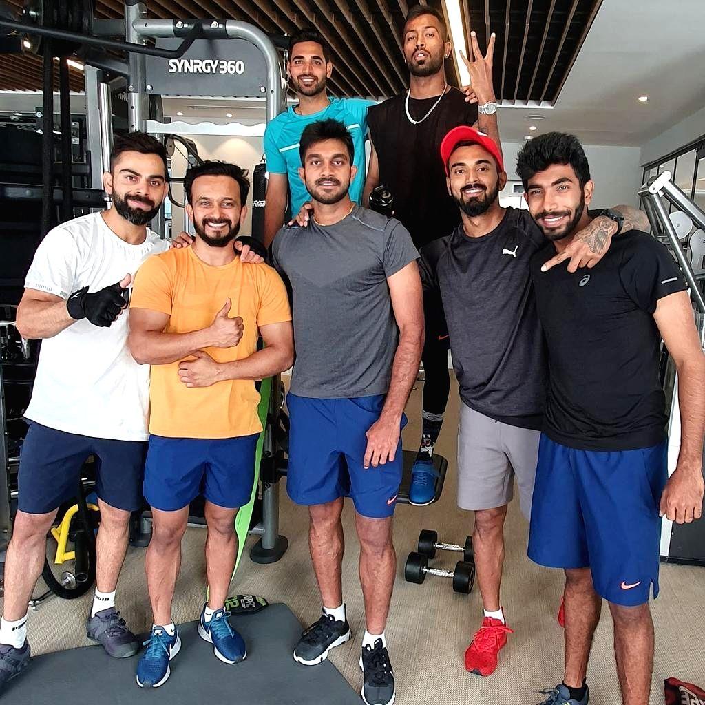 Indian cricketers Virat Kohli, Kedar Jadhav, Vijay Shankar, Lokesh Rahul, Jasprit Bumrah, Bhuvneshwar Kumar and Hardik Pandya.