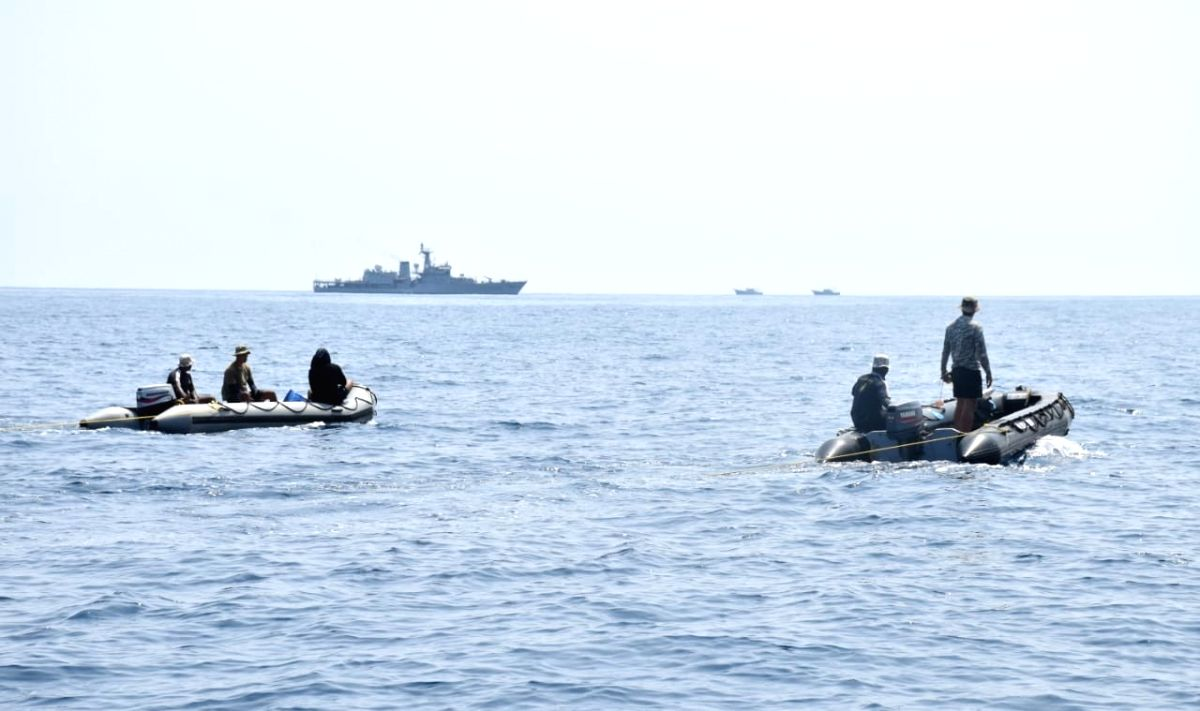 Indian Navy making efforts to locate missing fishermen at Mangalore sea coast