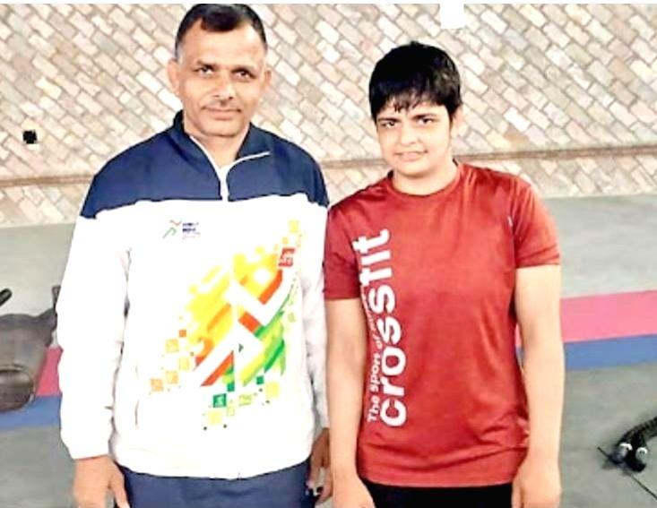 Indian wrestler Sonam Malik with her coach