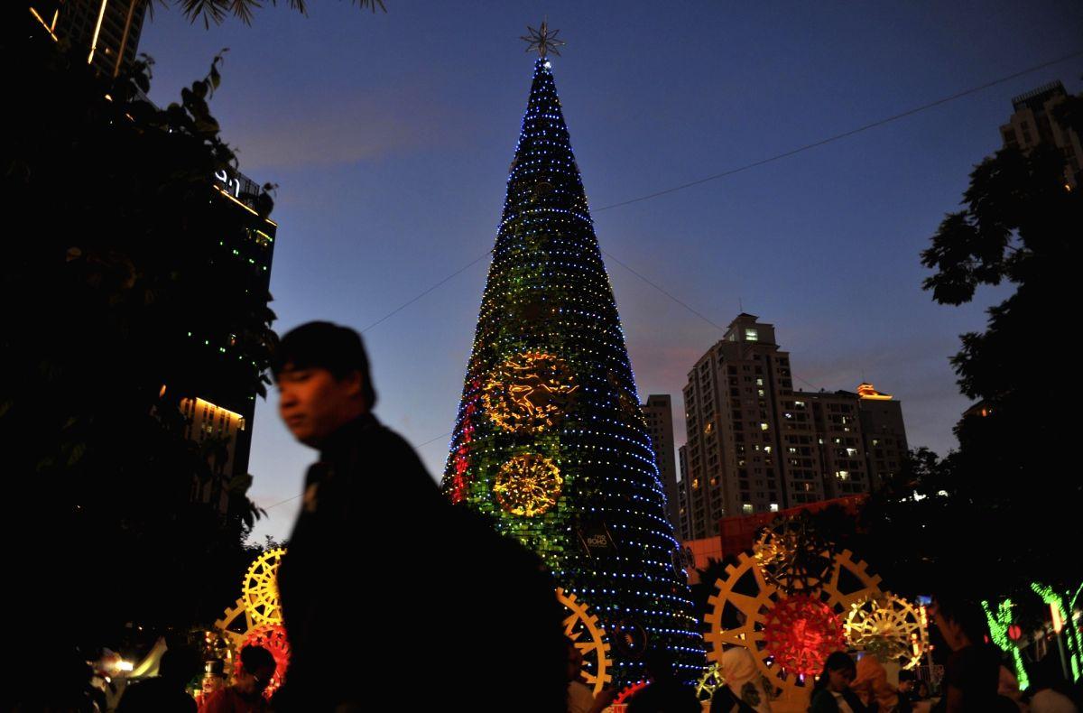 Indonesia cuts short this yr's Xmas holidays
