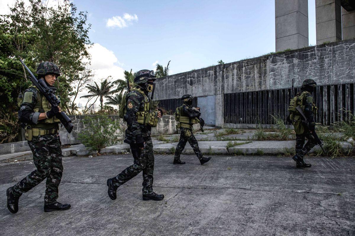 Islamist militants occupy part of Philippines market