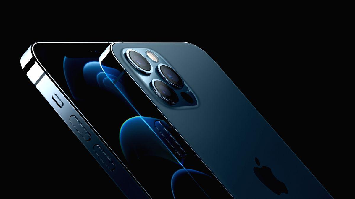 Italian watchdog fines Apple 10mn euros over waterproofing claims.