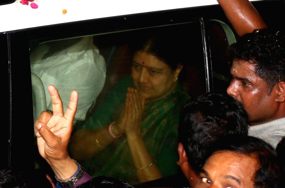 Sasikala arrives in Chennai
