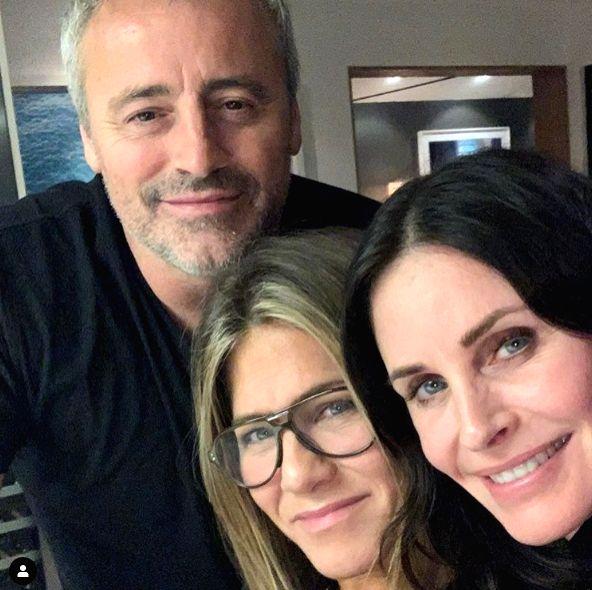 Jennifer Aniston (Middle) with 'Friends' co-stars Matt LeBlanc and Courtney Cox