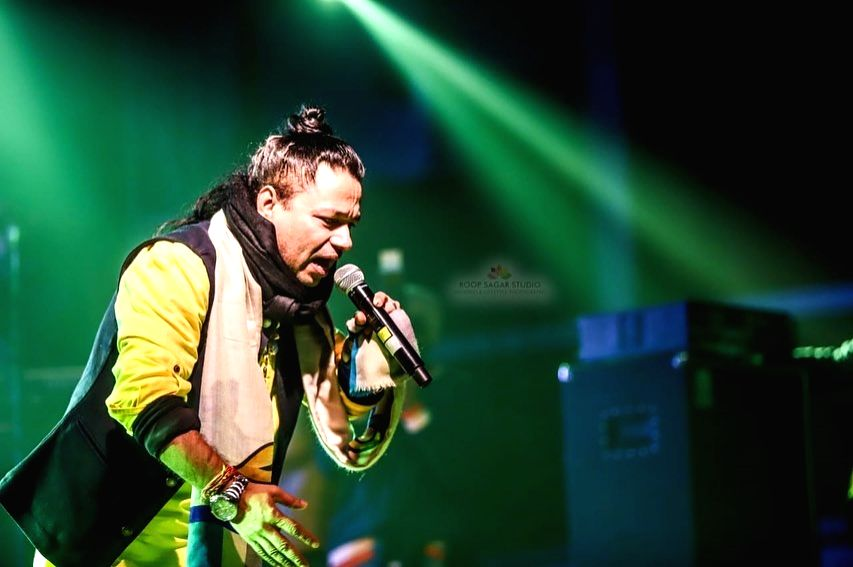 Kailash Kher plans a series of virtual concerts with music artistes.