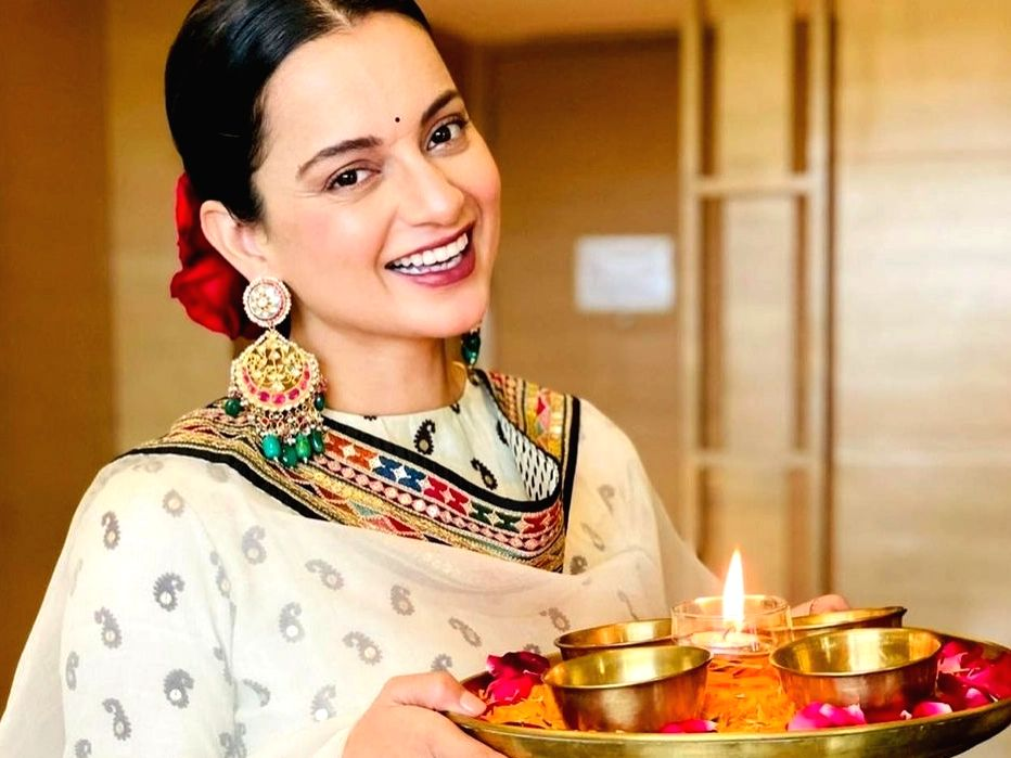 Kangana Ranaut welcomes 'devi' home on Diwali.