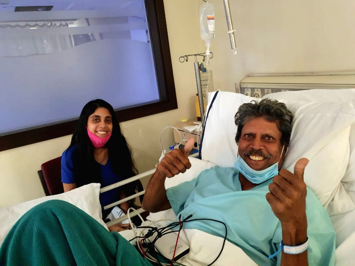Kapil Dev with his daughter Amiya in Fortis-Escorts Heart Institute Hospital in Delhi. (Photo twitter: @chetans1987)