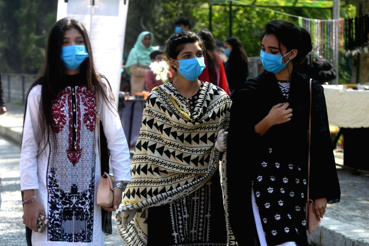 KARACHI (PAKISTAN), March 15, 2020 (Xinhua) -- Passengers wearing face masks are seen at a railway station in southern Pakistani port city of Karachi, on March 15, 2020. The total number of confirmed COVID-19 cases in Pakistan rose to 52 on Sunday, w