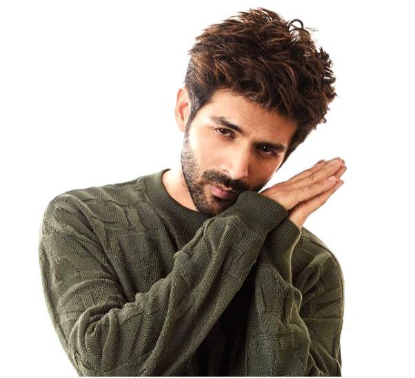 Kartik Aaryan calls himself 'husn pari'!.