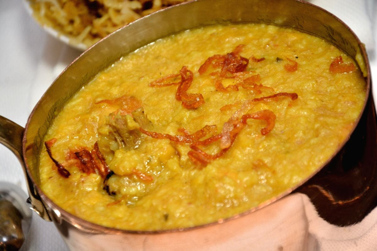 The Khichdi was served to devotees on the occasion of Makar Sankranti
