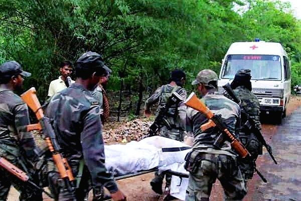 Kohkatoli: Security personnel carry the body of a CRPF personal who was killed in an encounter between security forces and Maoists, in Keshkutul area of Chhattisgarh's Bijapur, on June 28, 2019. ITBP on Friday destroyed a Maoist camp after a gun batt