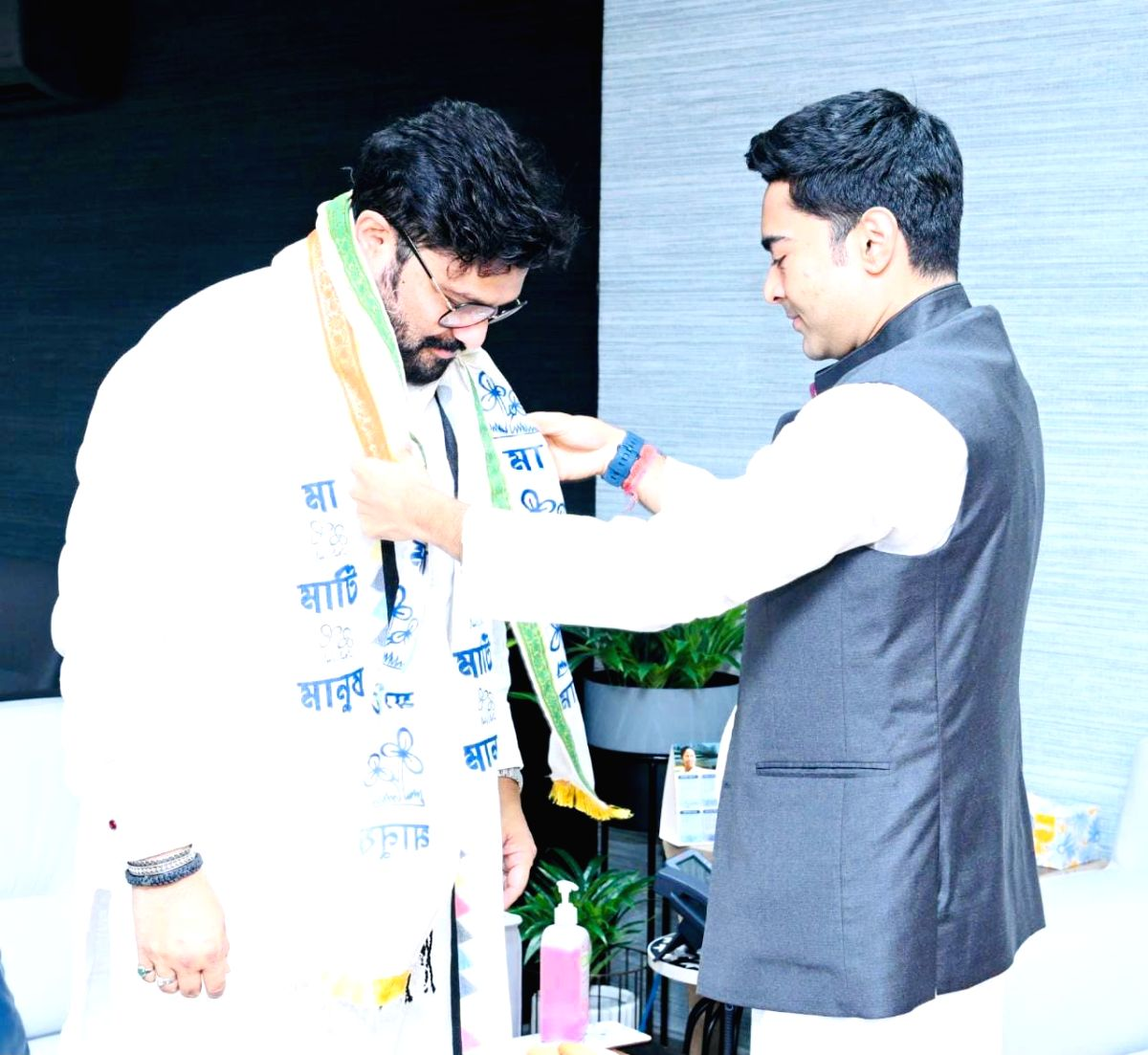 Kolkata : Former Union Minister and sitting MP Babul Supriyo joined the Trinamool family today in the presence of National General Secretary Abhishek Banerjee and Rajya Sabha MP Derek O'Brien in Kolkata on September 18, 2021. (photo:All India Trinamo