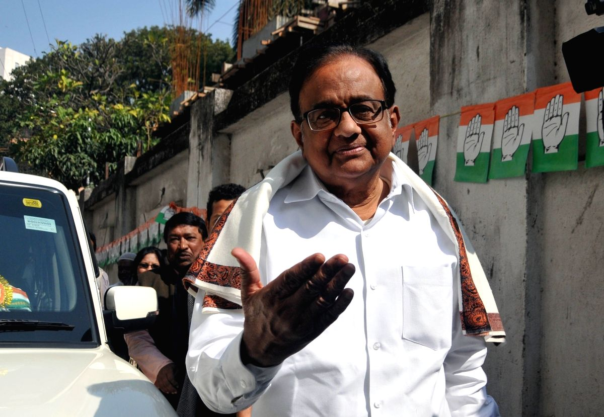 Kolkata: Kolkata: Senior Congress leader P Chidambaram arrives to attend Leadership Training Camp on CAA, NRC, NPR at PCC in Kolkata on Jan 18, 2020. (Photo: Kuntal Chakrabarty/IANS)