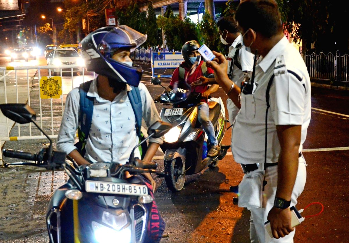 Kolkata: Police personnel checking vehicles at Naka Point after the 9 pm night curfew, while the state government announced some restrictions on the ongoing lockdown during the coronavirus pandemic, in Kolkata on Wednesday, July 28, 2021.(Photo: Kunt