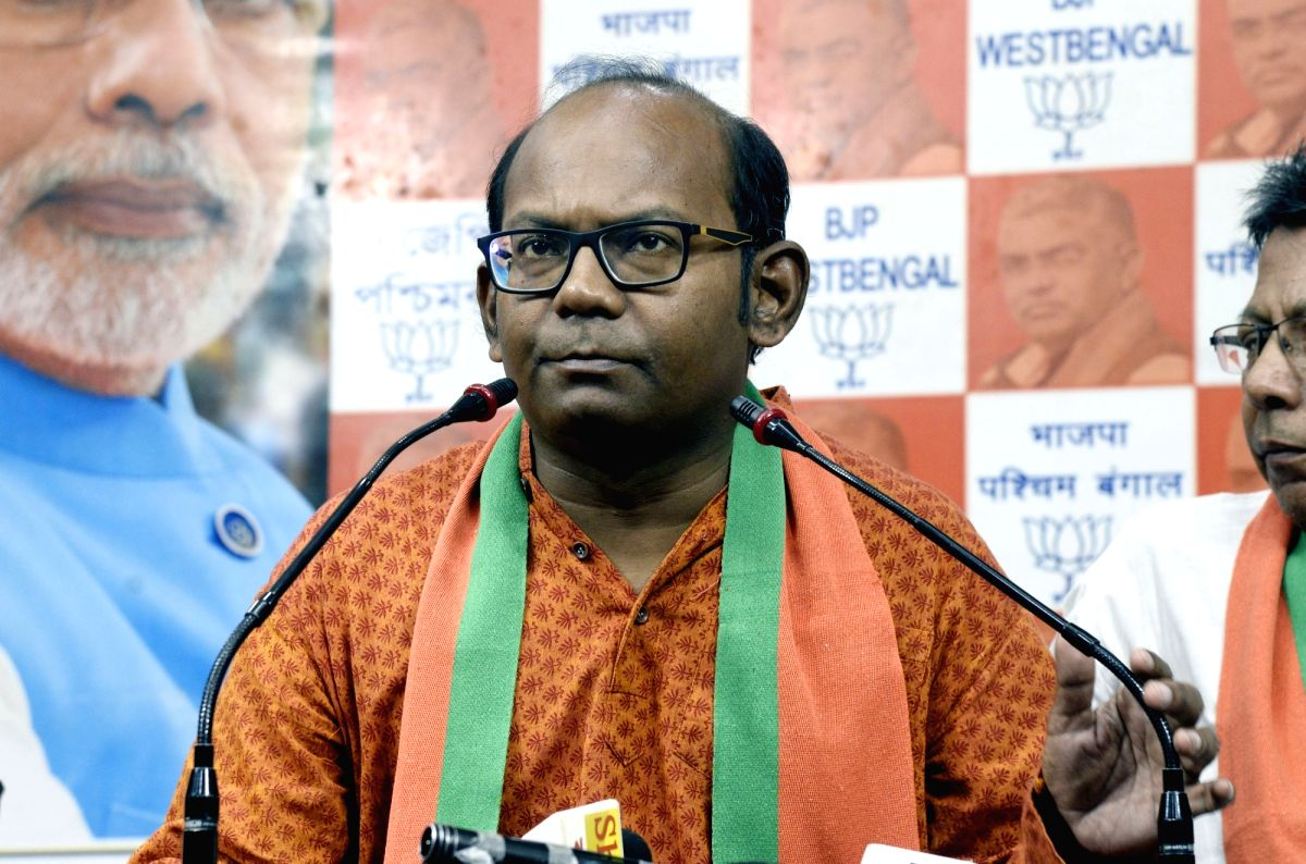 Kolkata: West Bengal BJP General Secretary Sayantan Basu addresses a press conference in Kolkata on Aug 6, 2019.