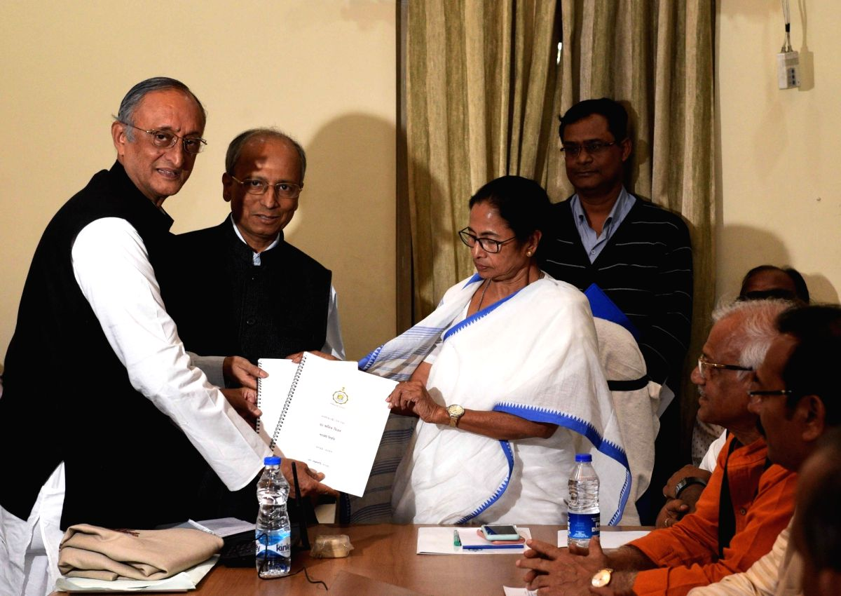 Kolkata: West Bengal Chief Minister Mamata Banerjee and state Finance Minister Amit Mitra during a cabinet meeting in Kolkata, on Feb 4, 2019.